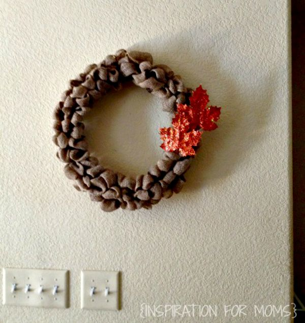 DIY Burlap Wreath-wall