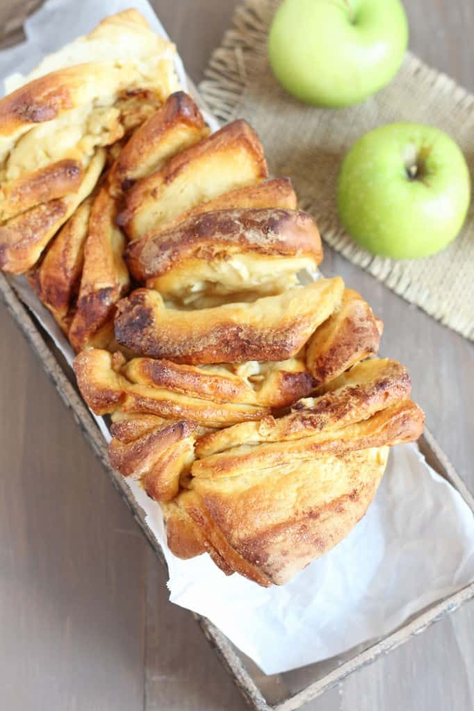 Apple-Cinnamon-Pull-Apart-Bread