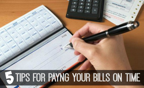 Helpful tips on how to pay your bills on time and avoid late fees. #payingbills #finances #howto  www.inspirationformoms.com