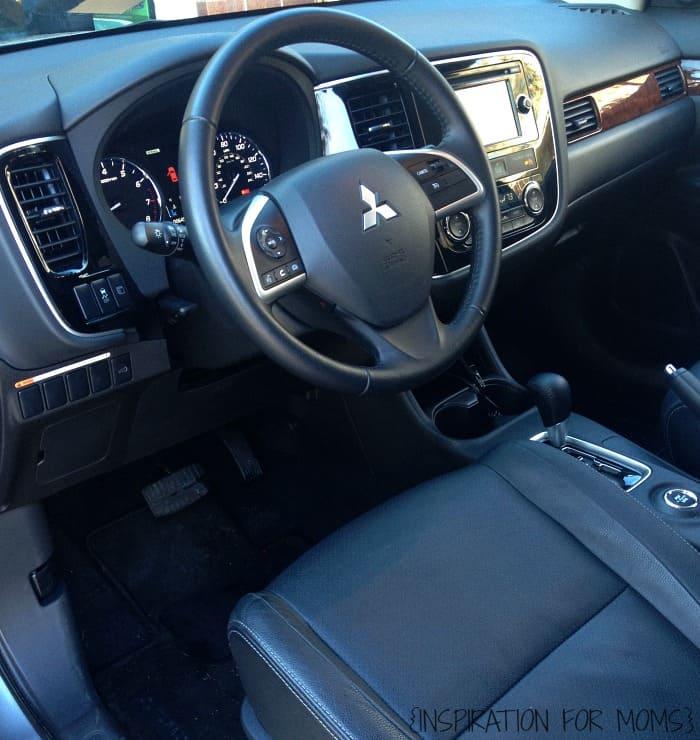Mitsubishi Outlander - 2015 interior