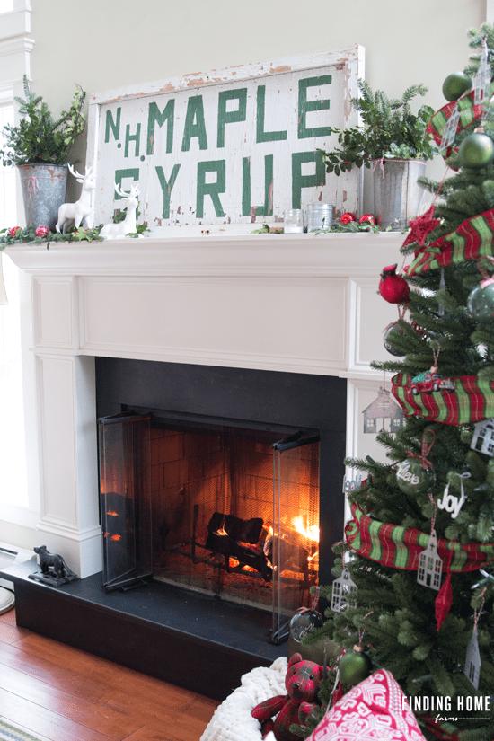Christmas-Mantel-Vintage-Sign