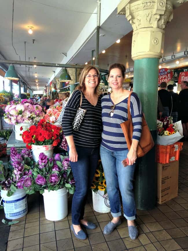 beautiful-flowers-at-pike-place-in-seattle-with-my-sisters