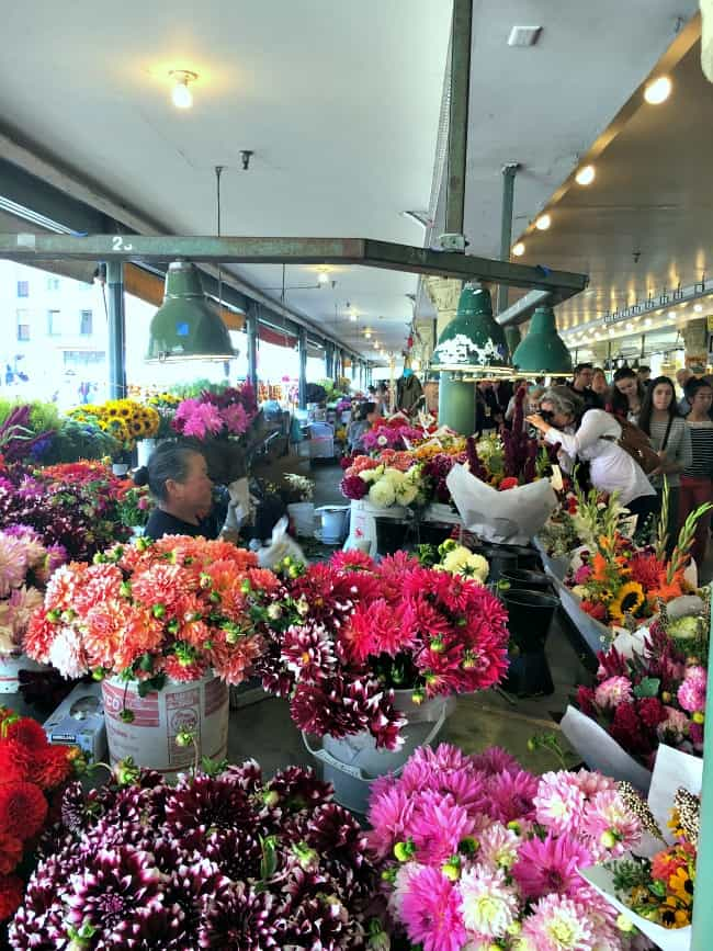 beautiful-flowers-at-pike-place-in-seattle