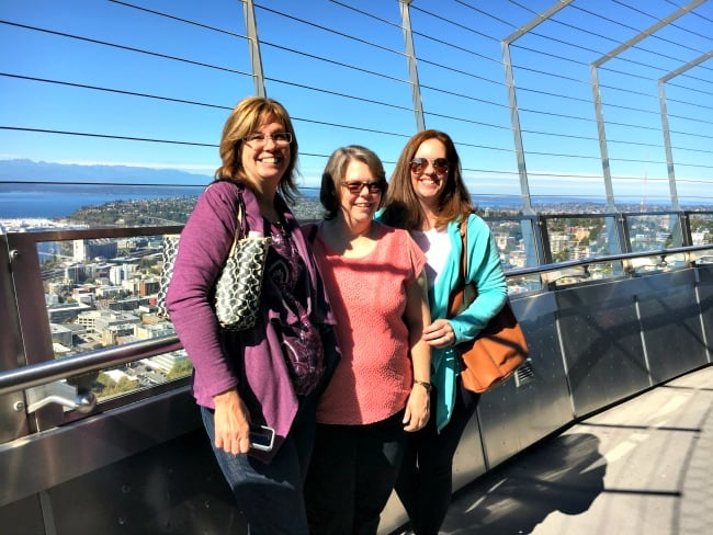 beautiful-views-of-seattle-on-top-of-the-space-needle-with-my-sisters