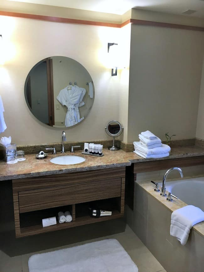 pan-pacific-hotel-seattle-has-a-lovely-bathroom