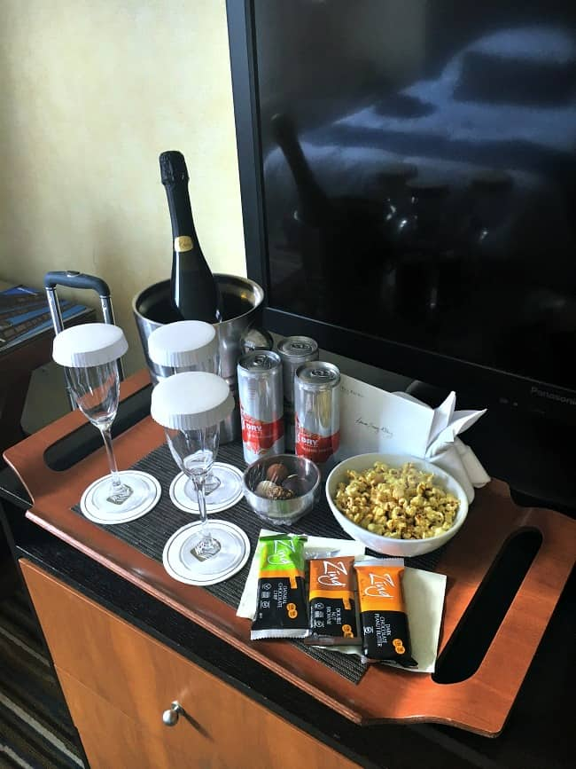 pan-pacific-hotel-seattle-surprised-us-with-champagne-truffles-and-snacks