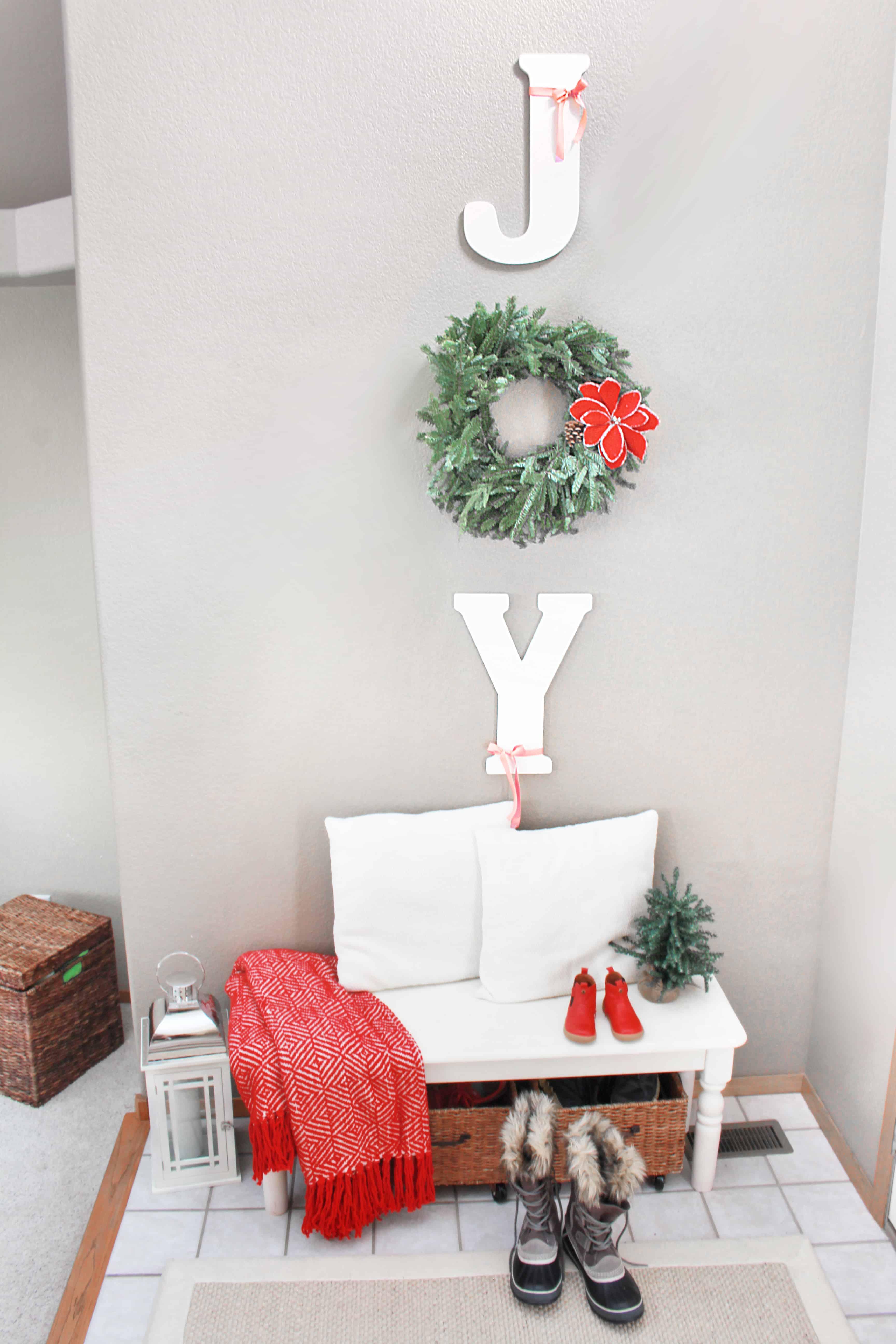 christmas-home-tour-entry-way-inspirationformoms
