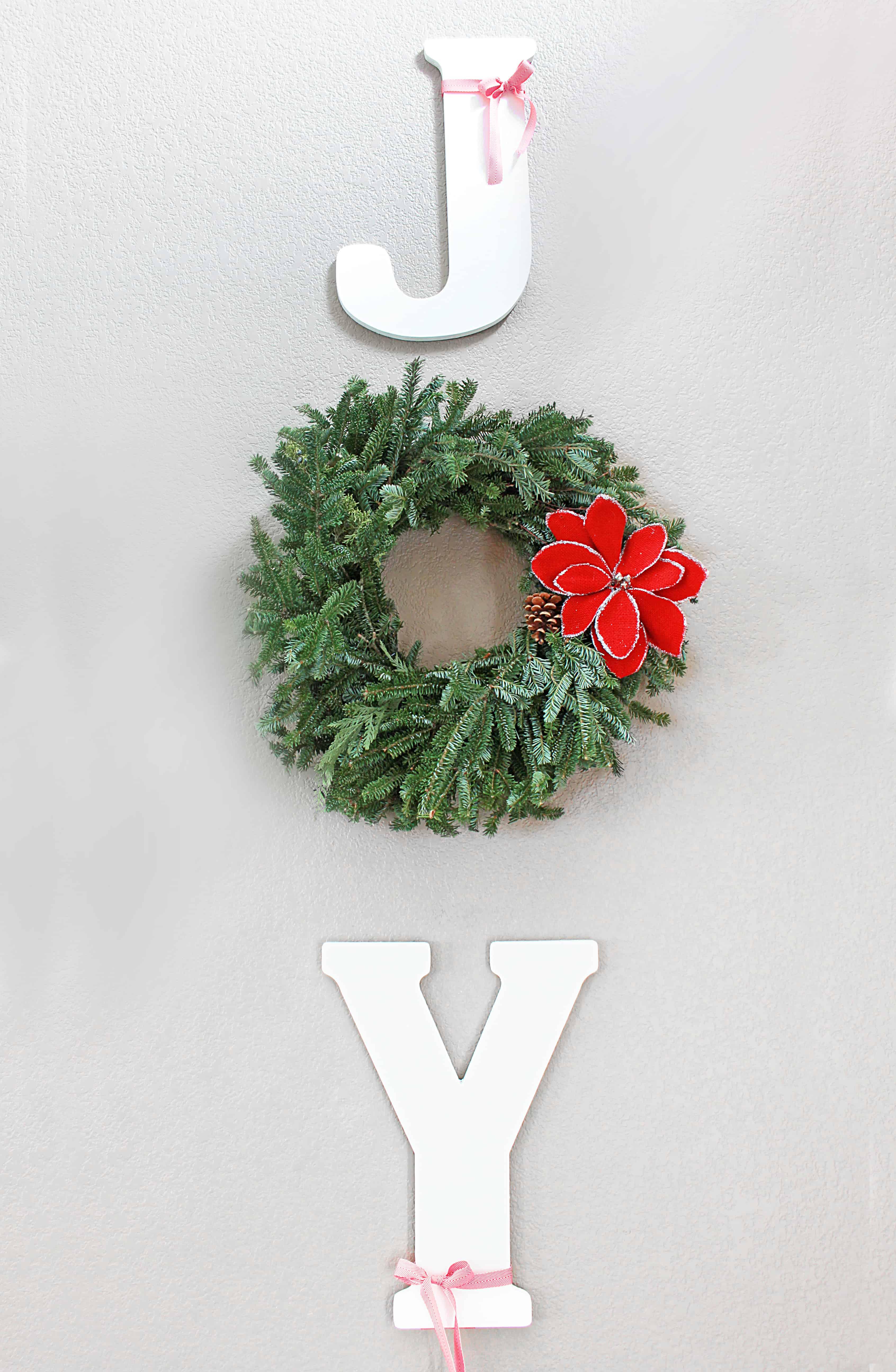 christmas-home-tour-joy-sign-inspirationformoms