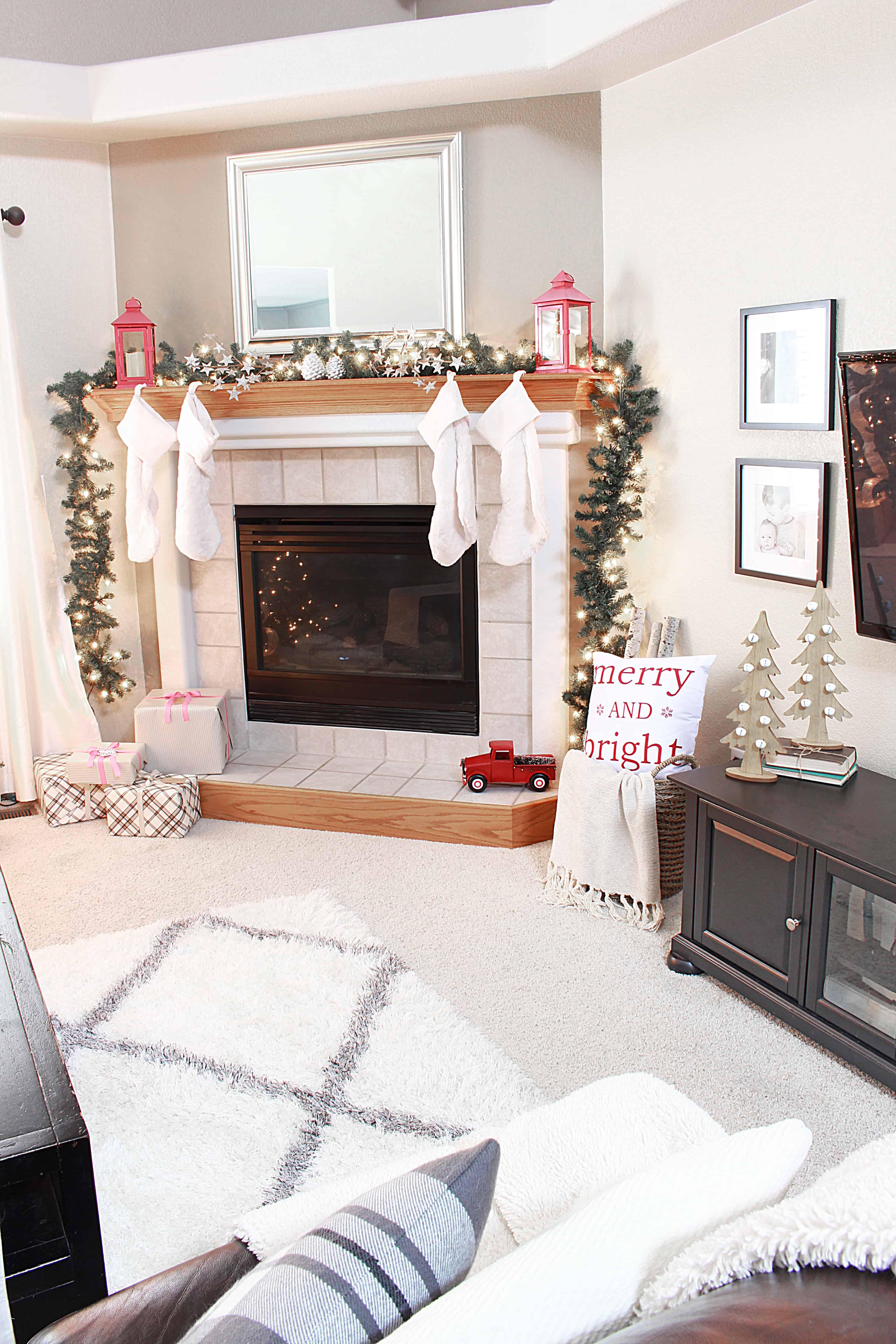 christmas-home-tour-mantel-inspirationformoms