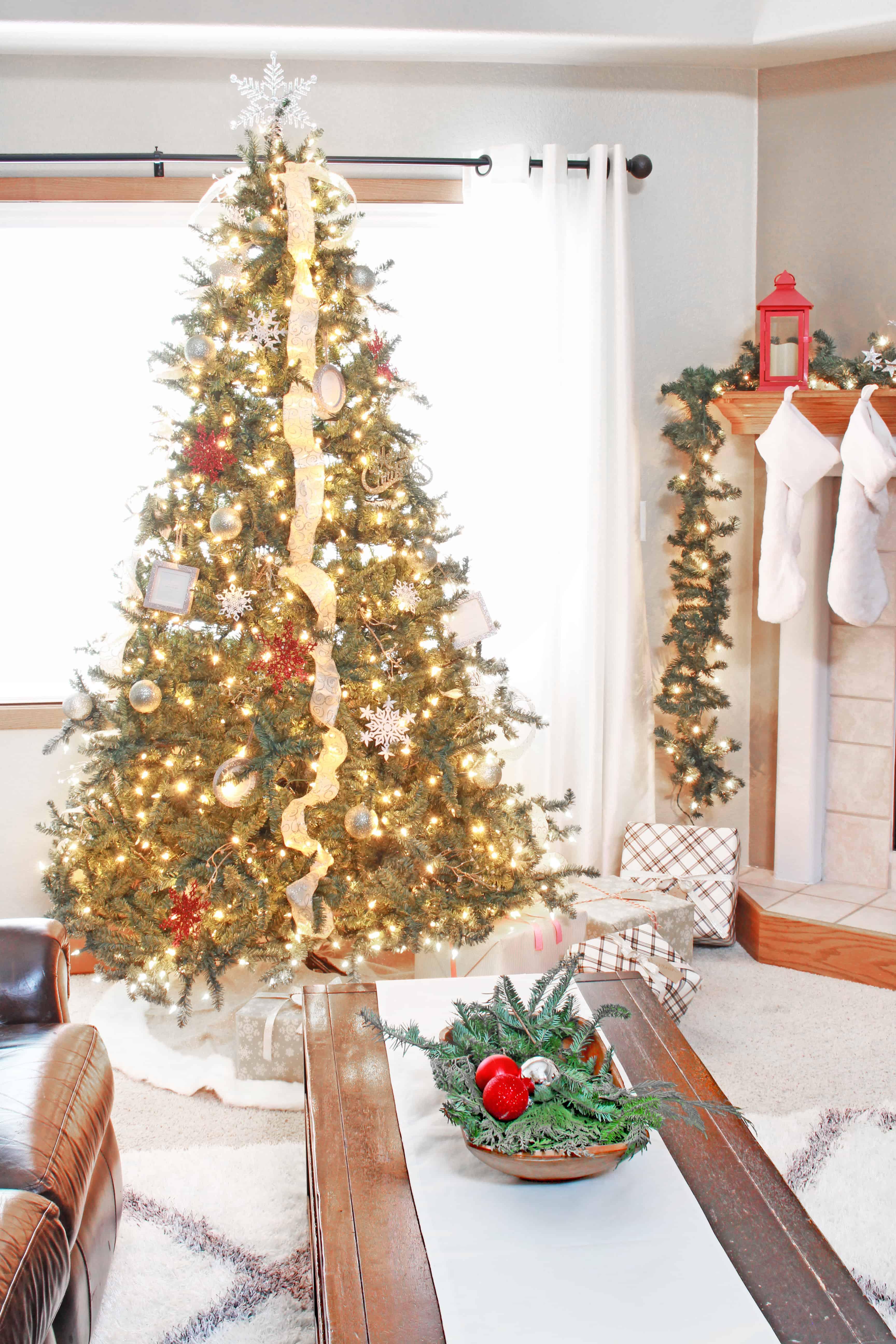 christmas-home-tour-christmas-tree-inspirationformoms