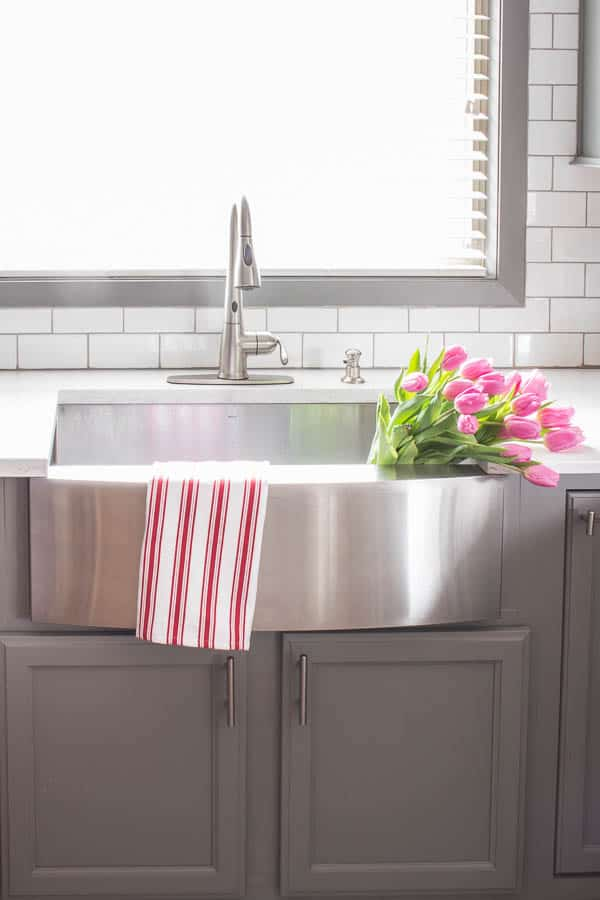 A dramatic update to your kitchen doesn't have to break the bank. Update your kitchen on a budget with a few low cost projects and deliver big results!