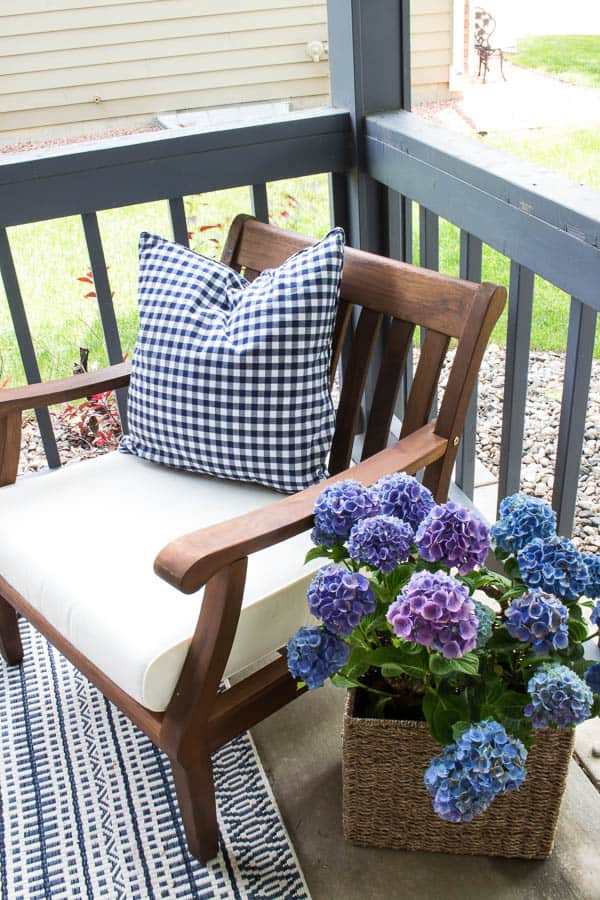 How to decorate a small patio - a few lovely accessories is all you need!