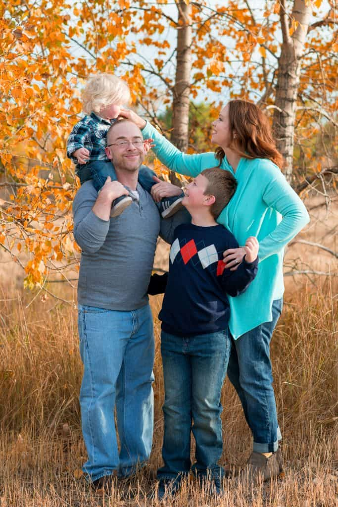Great tips on what to wear for Fall family portraits!
