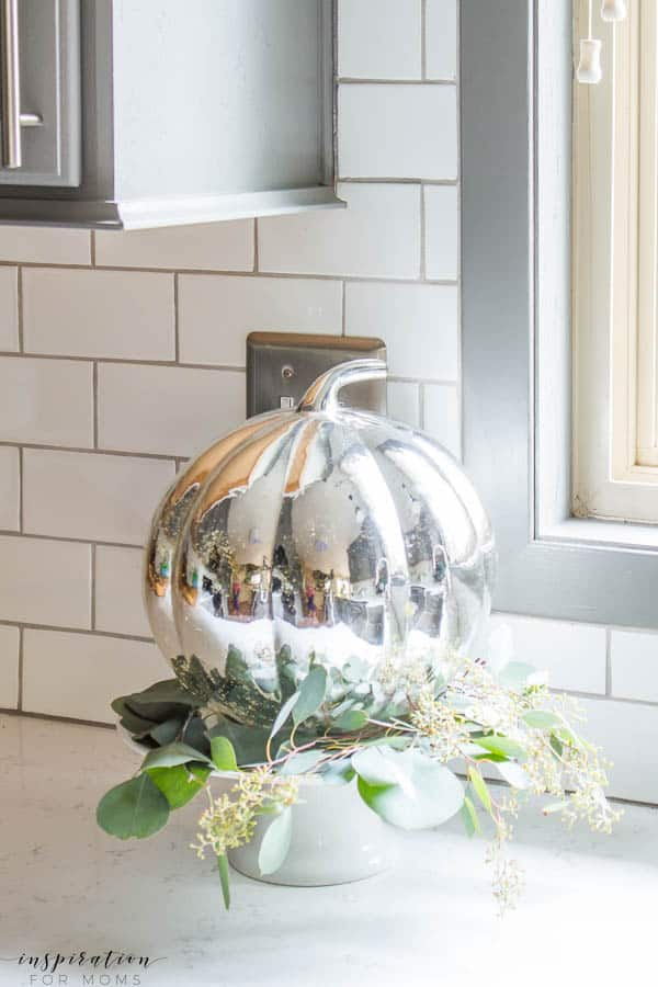 Welcome to my simple, but cozy Fall Home Tour -- white subway tile, grey cabinets, kitchen