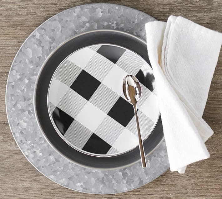 Cute buffalo check plates that are perfect for Fall!