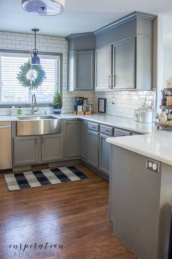 Welcome to a neutral Christmas Home tour of our kitchen and dining room - featuring lots of black, white and that famous buffalo check pattern.