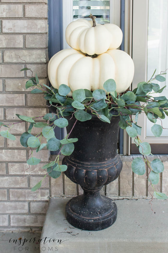 Looking for some easy DIY fall pumpkin decor? It only takes a few minutes to create this beautiful, fall pumpkin topiary for your home