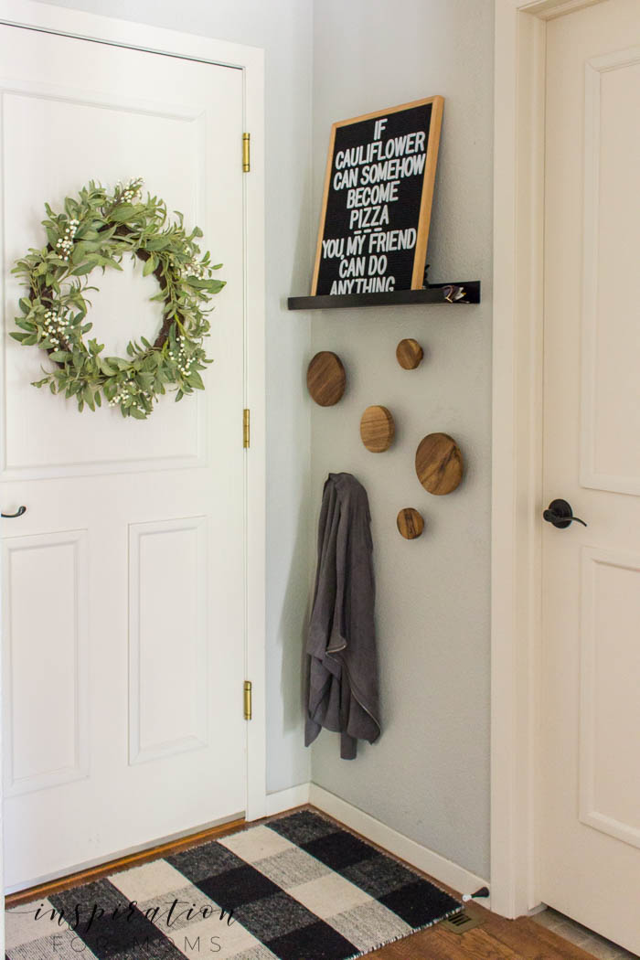 Easily transform the entryway in just a few steps. No matter the size, it's possible to make the area extremely functional and modern at the same time!