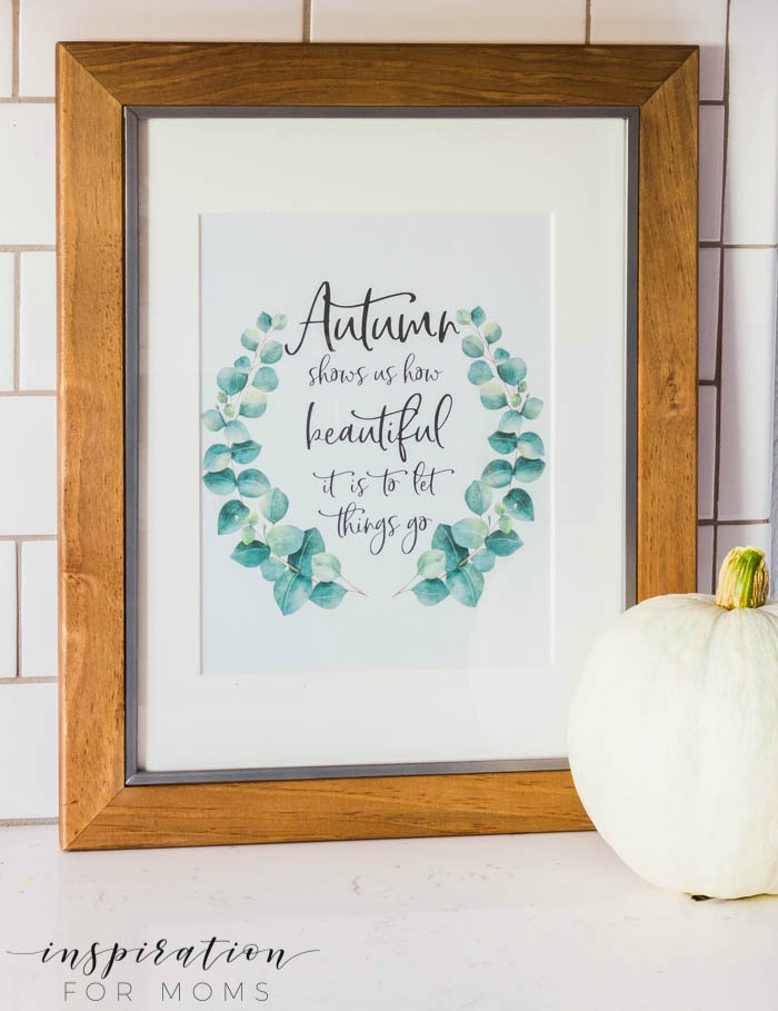 This autumn free printable is a sweet reminder of how beautiful can be in life to just let things go. Print yours and place it anywhere in your home!