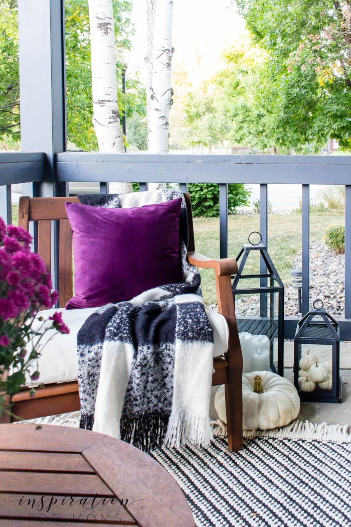 With a few simple items, it's easy to create a beautiful fall front porch that's just as cozy as it looks! Get lots of fall inspiration for your home!