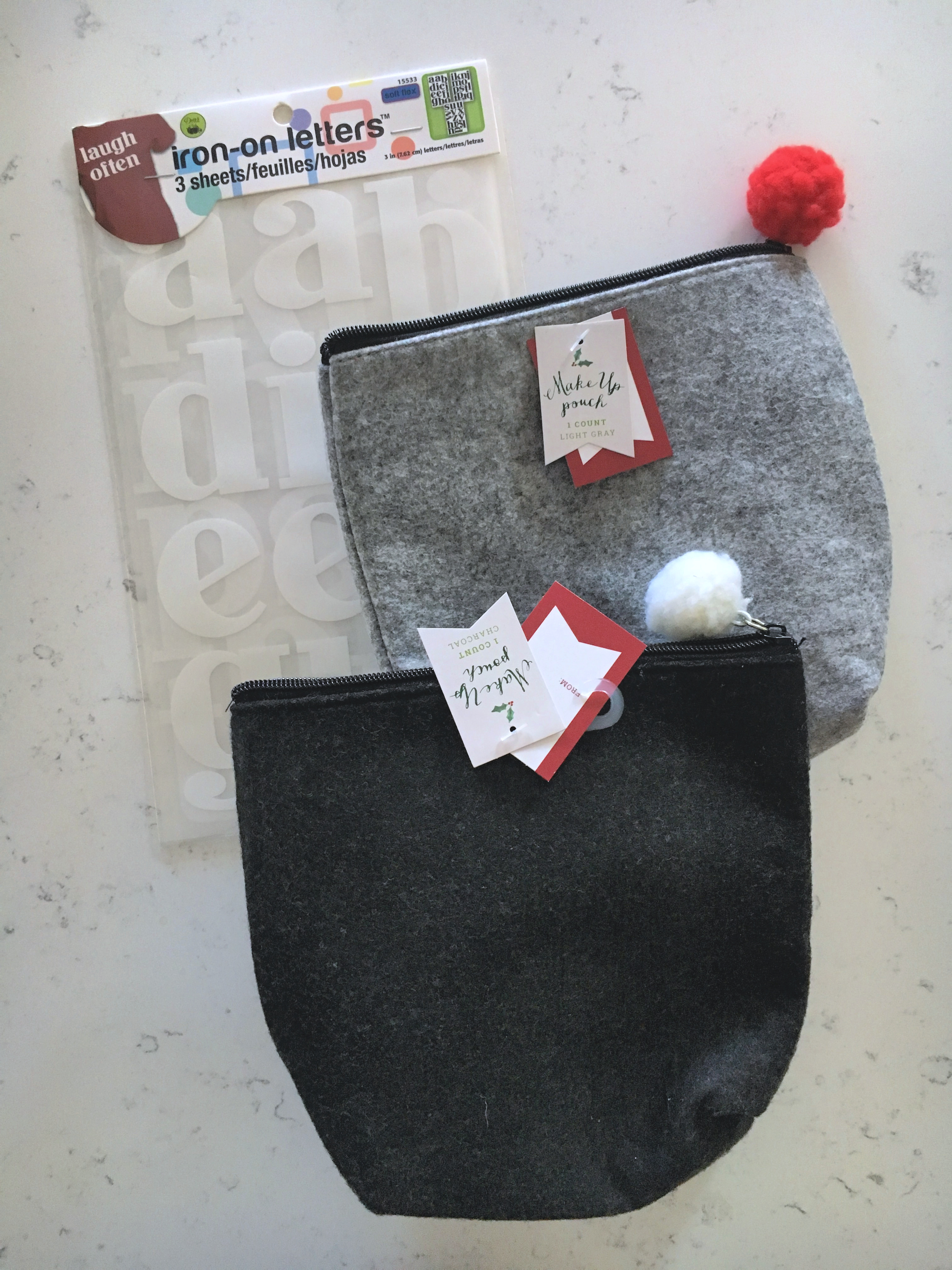 My simple makeup bag gift is a wonderful gift idea that can be personalized for any one on your list this holiday season!