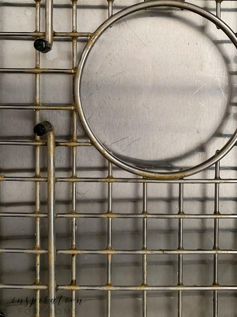 farmhouse sink metal grid