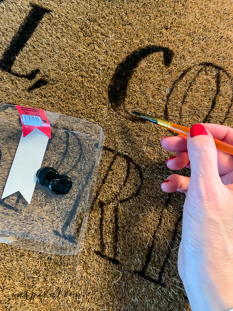 Easy painted doormat tutorial - fill in stenciled letters with paint