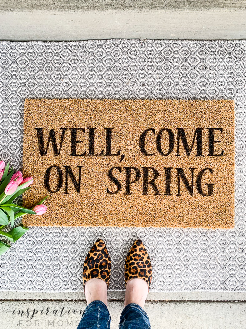 Freshen your front door for spring with my easy painted doormat tutorial.Plus - find some great spring layered rug/mat combinations as well!