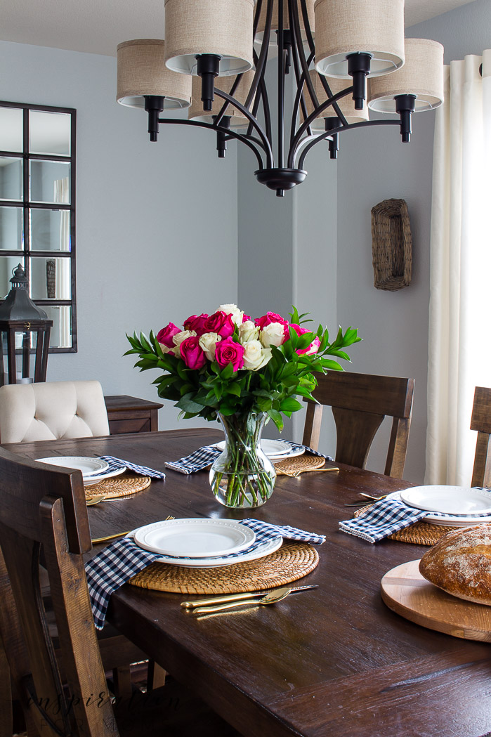 Decorating with hints of green is easy to do with the help of fresh flowers and pretty plants. dining room, farmhouse table, tablescape