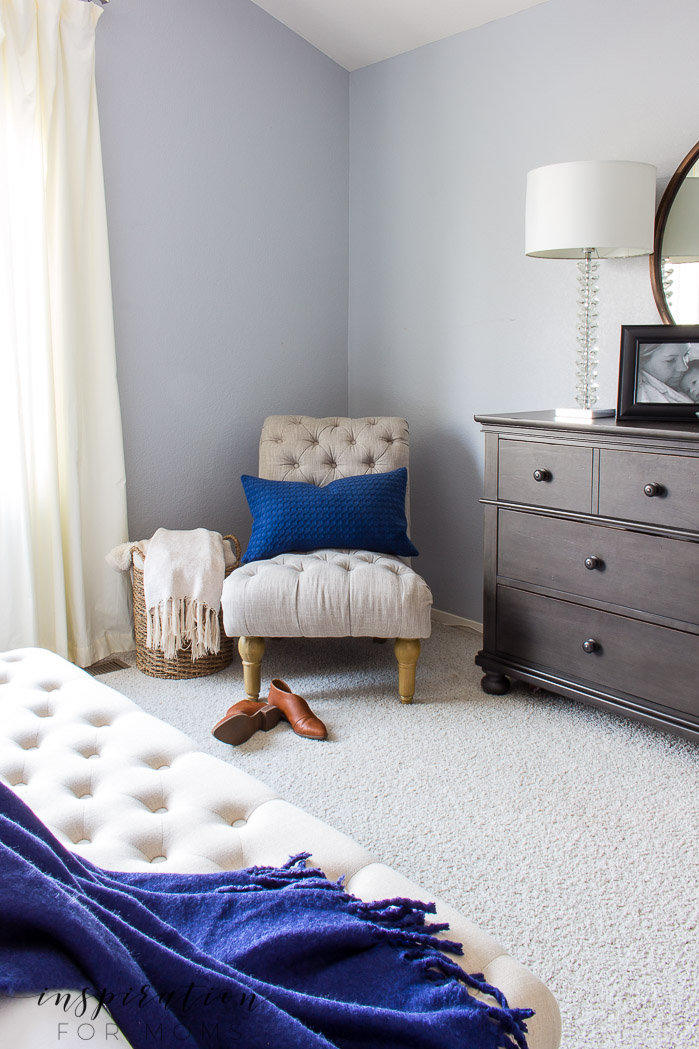 Learn how to easily decorate the master bedroom for spring with just a few accessories!Such a beautiful spring master bedroom home tour!