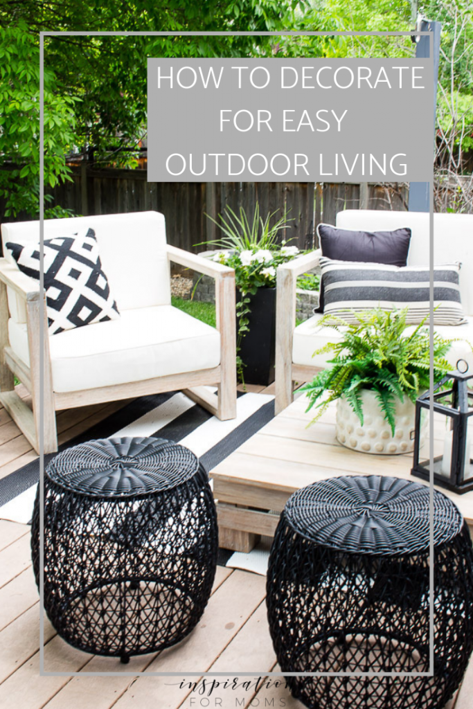 how to decorate for an easy outdoor living #outdoorliving #backyardporch