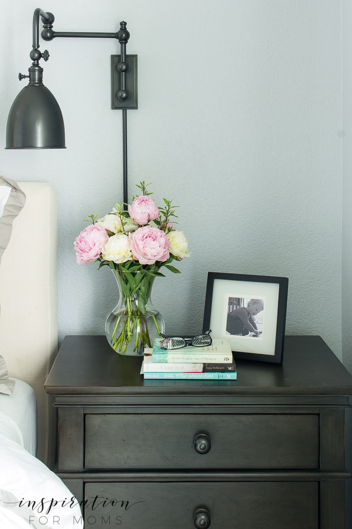 summer home tour, summer bedroom, neutral decor with navy, bedside table with peonies