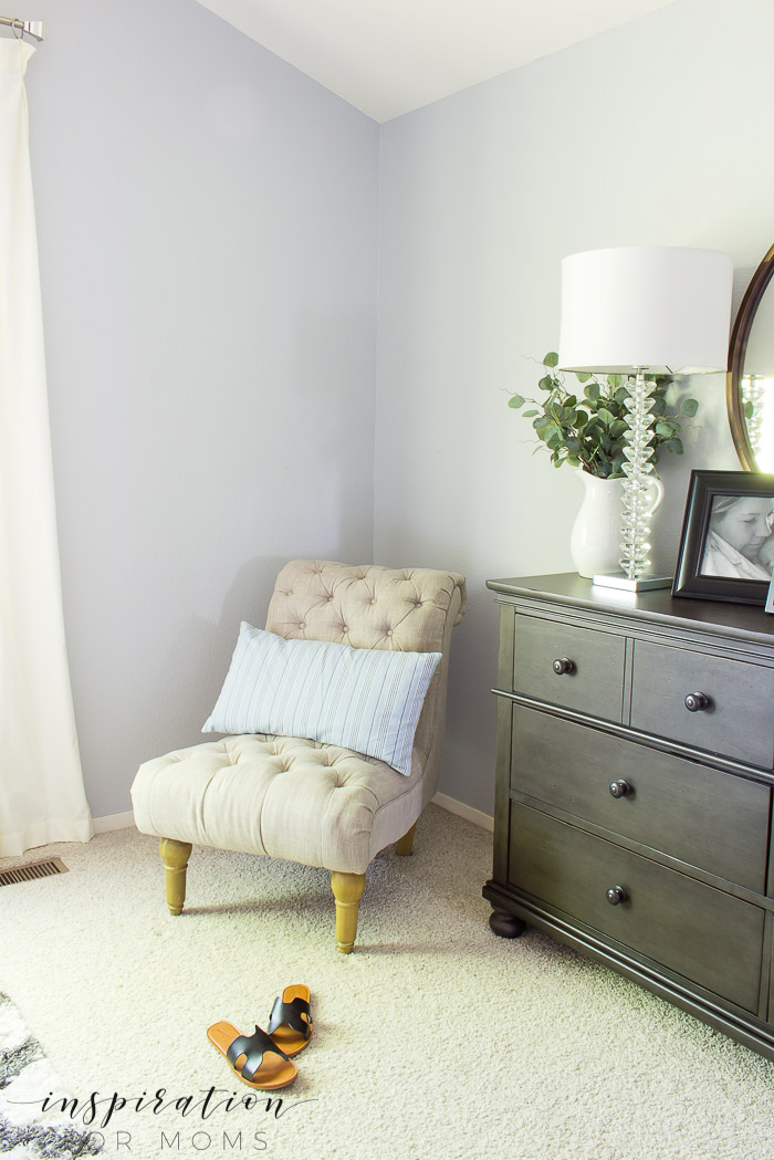 summer home tour, summer bedroom, neutral decor with navy, side chair with pillow
