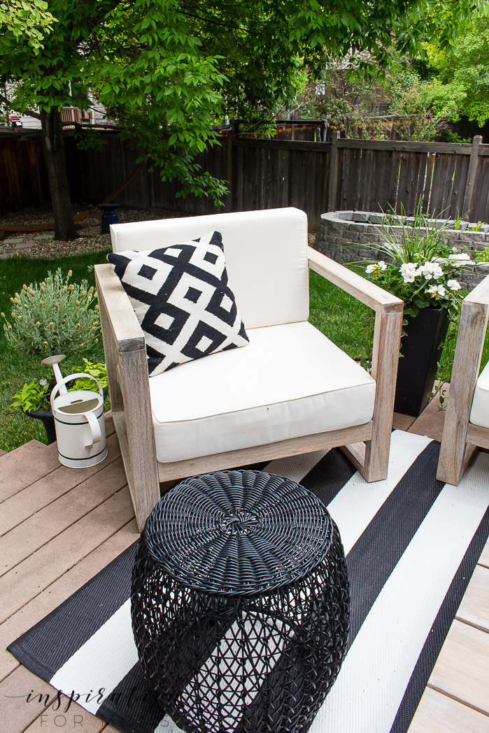 an easy outdoor living space that our family loves, outdoor furniture, black stools, lanterns, outdoor rug