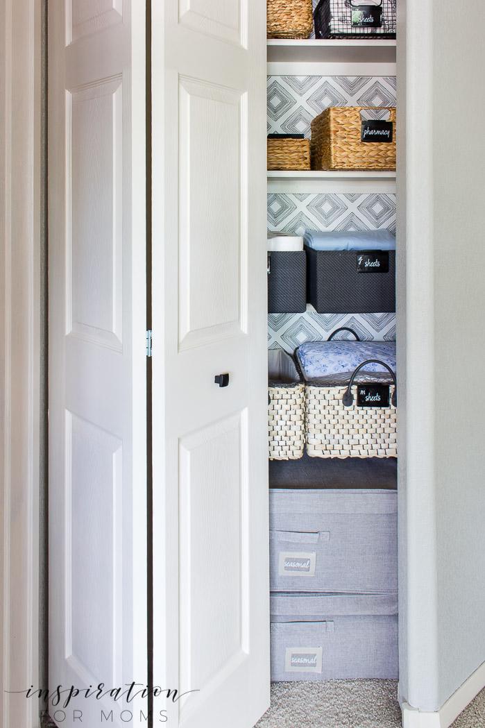 How to Easily Get an Organized Linen Closet