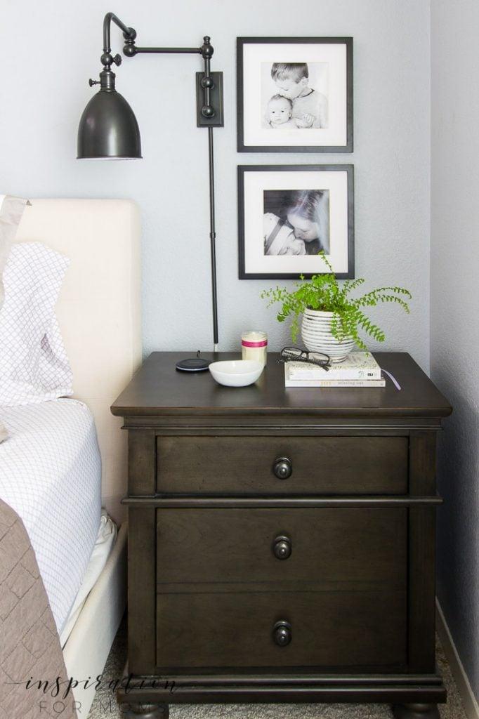 Learn four simple ways to create a fall feeling bedroom that's cozy and stylish! #fallhometour #falldecor #fallbedroom #falldecoratingtips