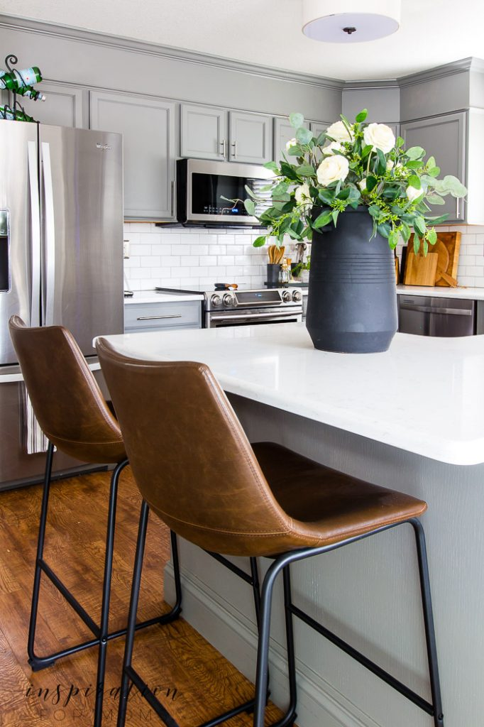 The holidays will soon be here and the kitchen is going to be the center of all the action. Here's my best kitchen cleaning tips to get a clean kitchen fast and easily keep it that way!