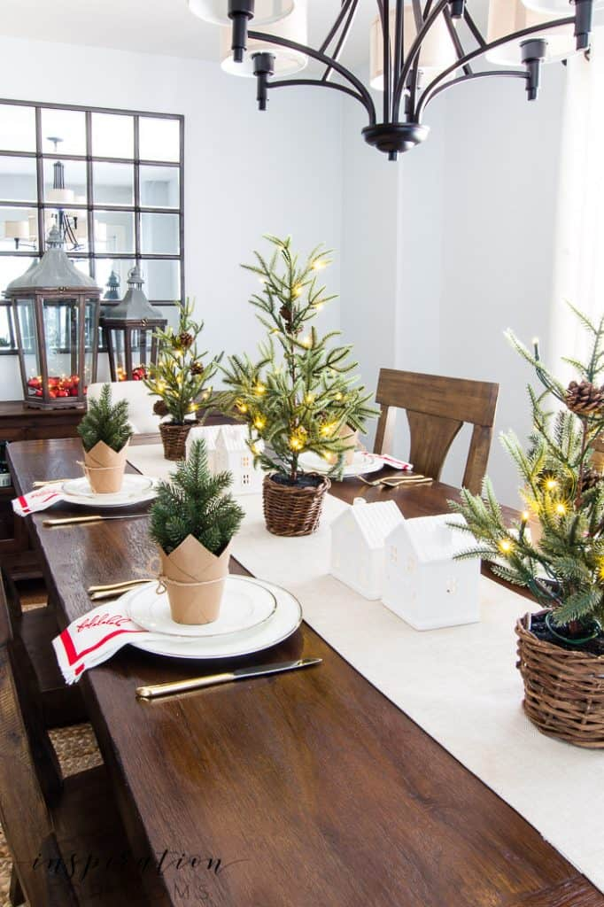 Welcome to our Christmas home tour 2019! The decor is simple but the love for Christmas is overflowing.#christmashometour #christmaskitchen #christmastour