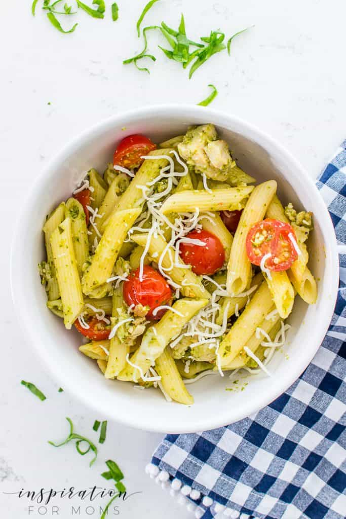 Make a delicious meal for your family fast. My easy spring chicken pesto pasta recipe tastes so good! #chickenpestopasta #pestopasta #easydinner #pasta