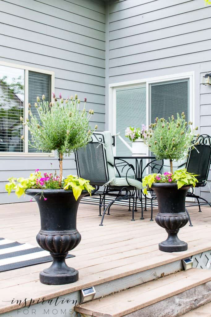 It's time to start filling all those outdoor planters. I'm sharing all my favorite selections of planters you are sure to love!#outdoorplanters #planters