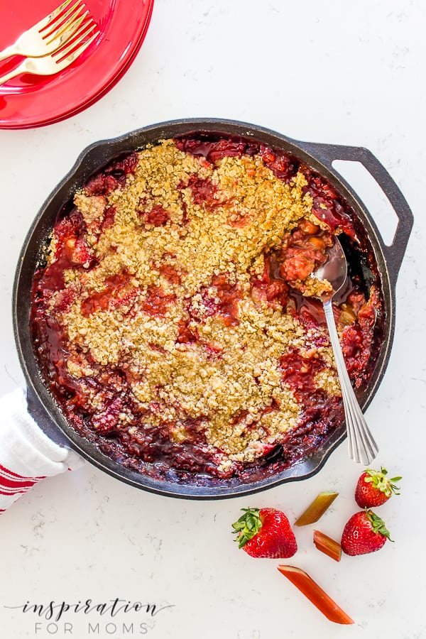 Super Easy Rhubarb Strawberry Crisp