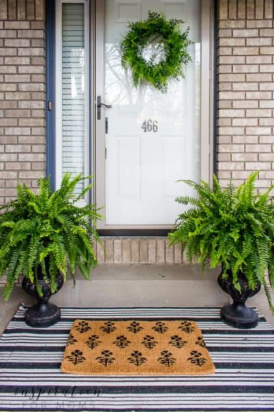 Check out all my summer front door decorating ideas so your home looks updated for the warmer months ahead. #summerfrontdoor #summerporch #summerpatio