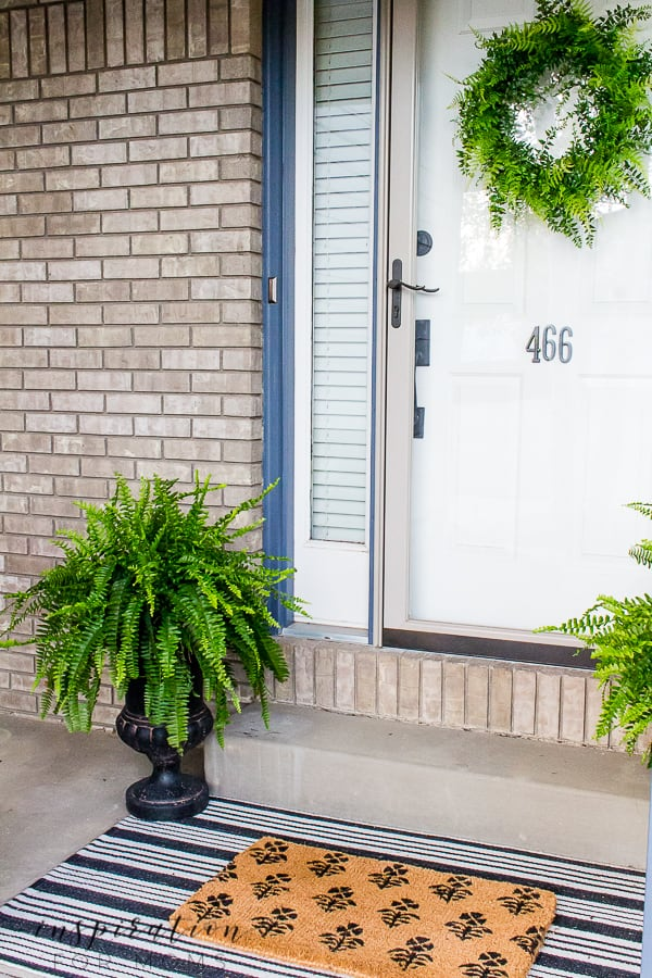 Check out all my summer front door decorating ideas so your home looks fresh and updated for the warmer months ahead. #summerfrontdoor #summerporch #summerpatio