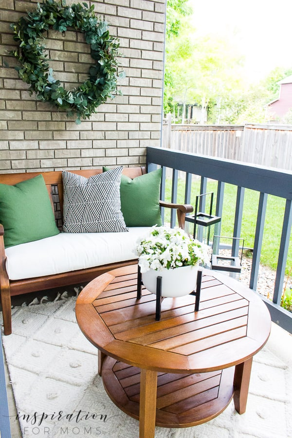 It's here! Summer home tour time and today I'm sharing part 1 of our simple summer home tour. #summerhometour #summerhome #hometour #homedecor #summerdecor