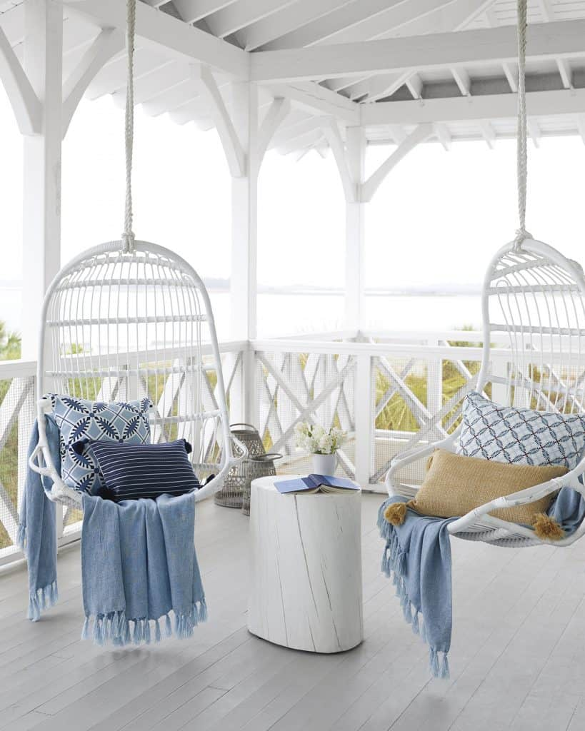 Discover some of the best hammocks and outdoor swings to help you create a wonderful hammock oasis in your own backyard! #hammocks #outdoorswings