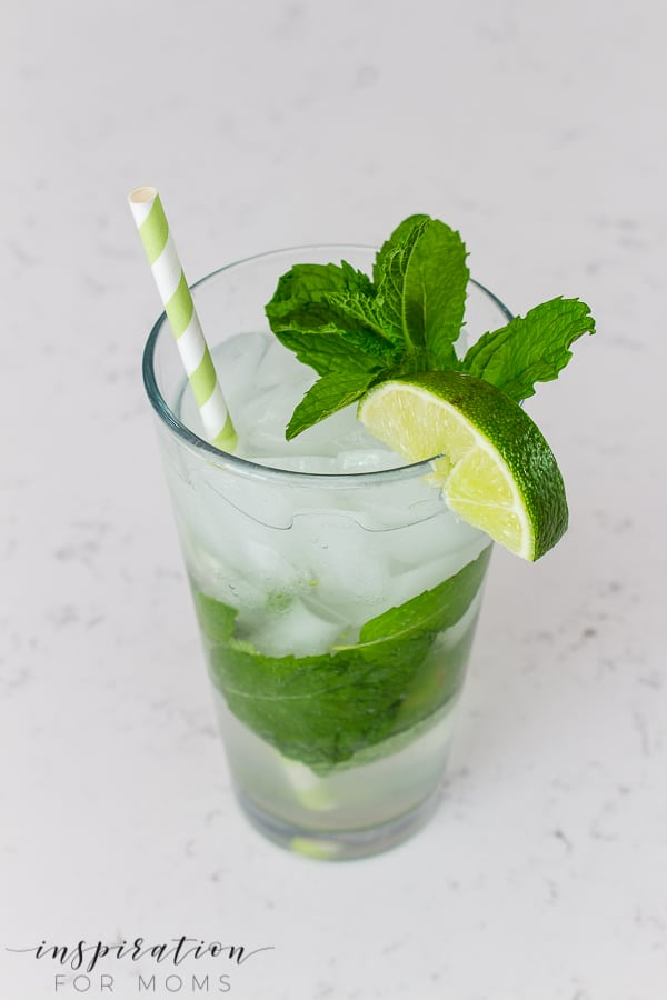 This simple mojito is a fun cocktail made with fresh mint, lime, simple syrup, soda water and white rum. The perfect summer cocktail! #mojito #simplemijito