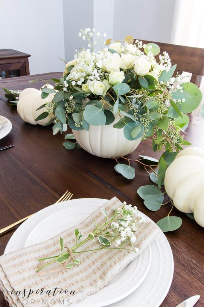 Fall decorating made easy with pretty floral and classic pumpkins!Learn how I use these items to simply decorate my home for fall. #falldecor #falldecorating #fallfloral #fallpumpkins