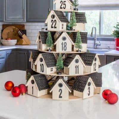 Countdown to Christmas with this festive wooden houses Advent calendar. I give you all the steps to easily create one for your own home!#adventcalendar #christmascalendar