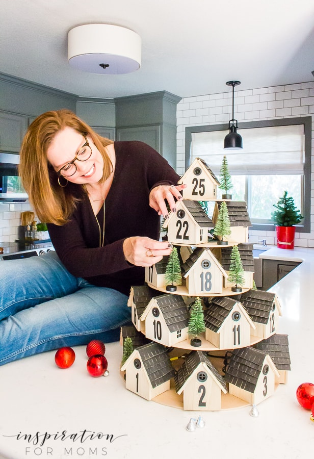 Countdown to Christmas with this festive wooden houses Advent calendar. I give you all the steps to easily create one for your own home!#adventcalendar
