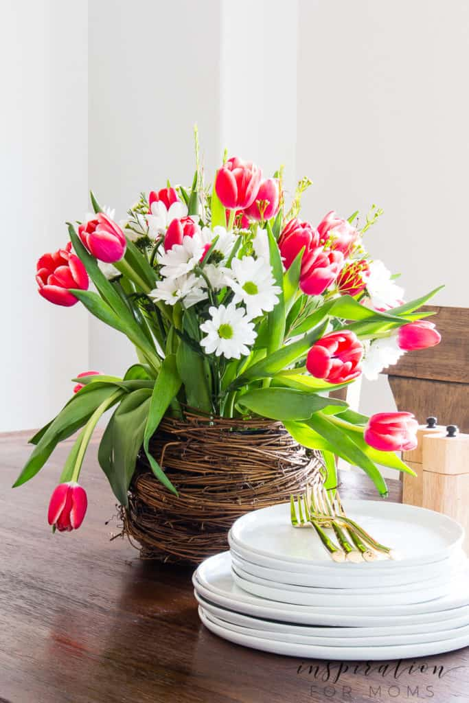 Create a fun spring nest for your home with this easy step by step tutorial.#springflowers #springcraft #springfloralarrangement #springnest